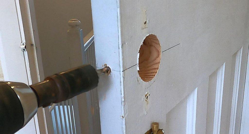 10-drilling-door-for-door-latch