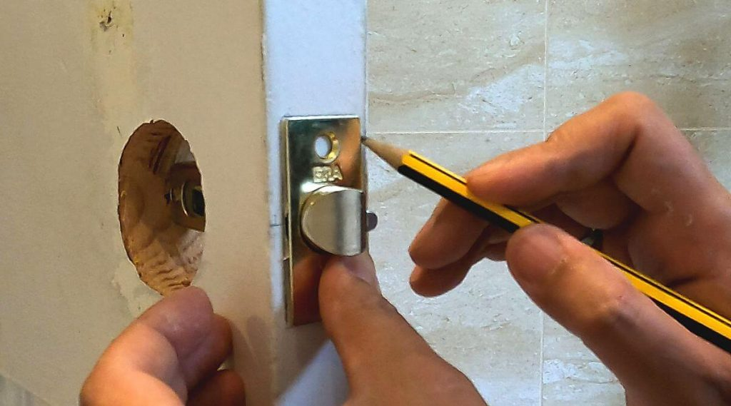 12-marking-outline-for-rebate-on-door-for-latch-with-pencil