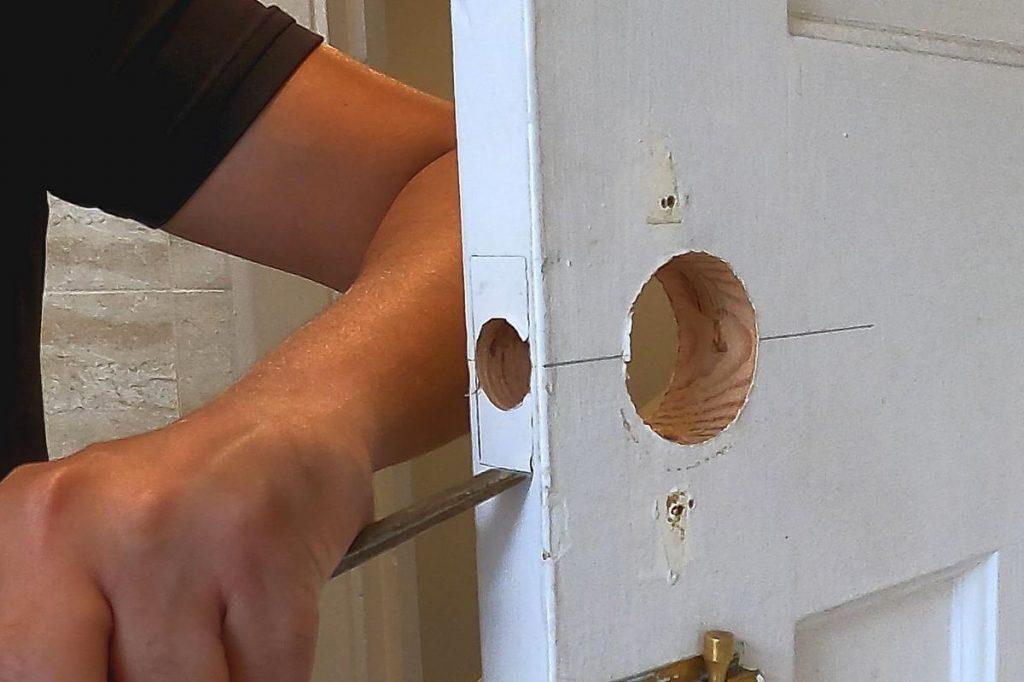 13-chisel-rebate-outline-on-door
