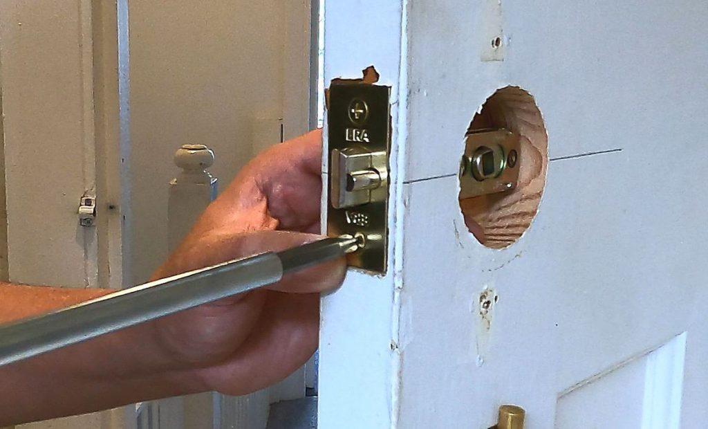 19-screw-the-door-latch-on-door