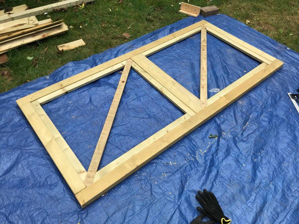 Builder inner frame inside the main gate frame for featheredge