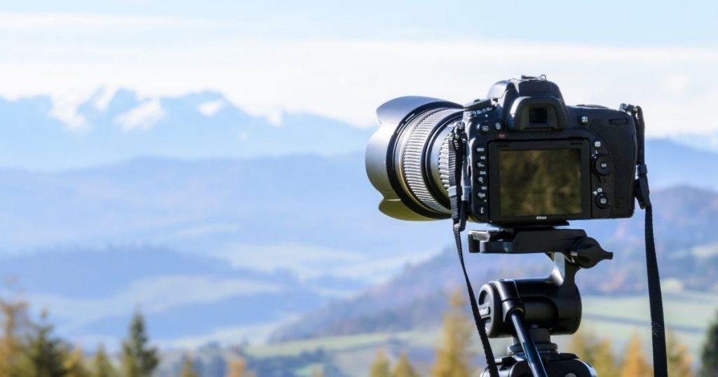 DSLR-Camera-shooting-landscape-photography