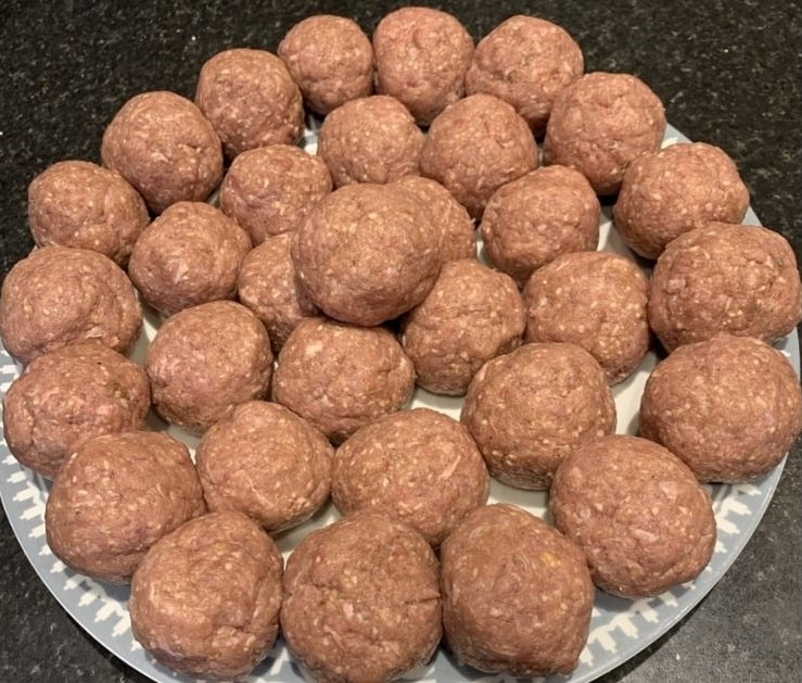 making-the-meat-balls-for-frying