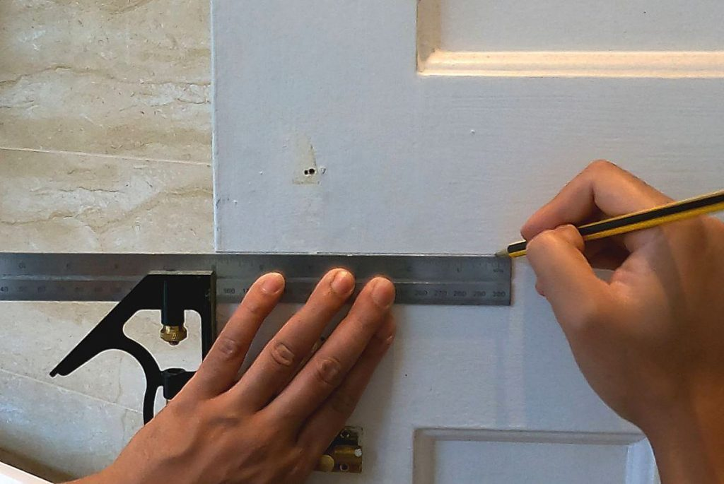 3-finding-the-exact-position-for-your-door-handle-on-middle-rail