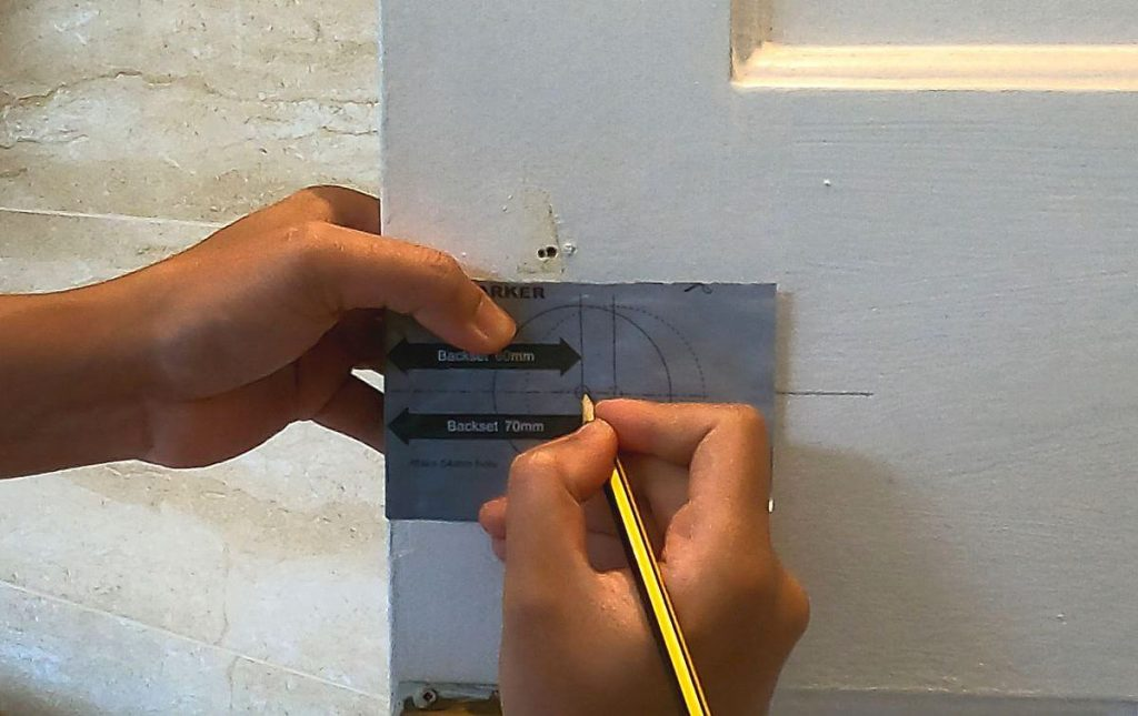 4-marking-the-position-of-latch-hole-on-door-using-drill-template