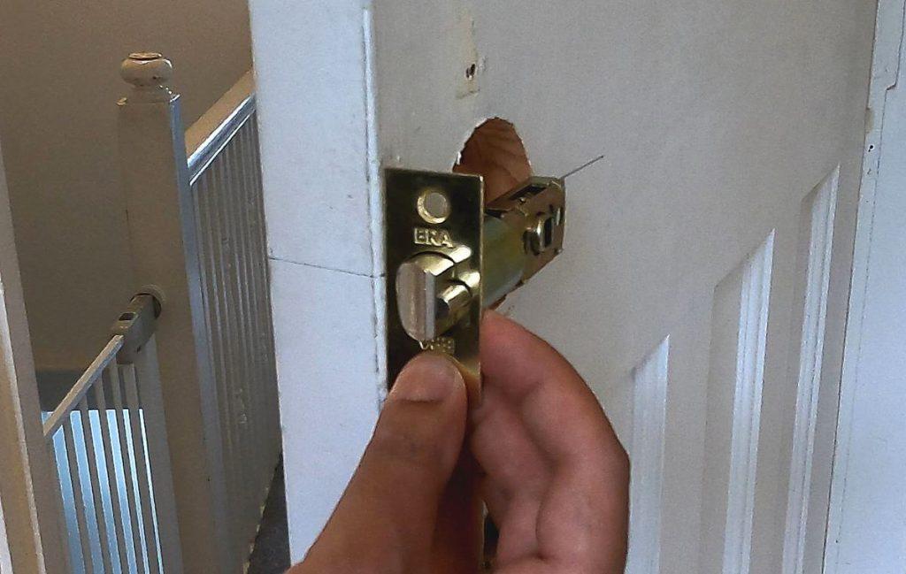 8-door-latch-position-on-wooden-door