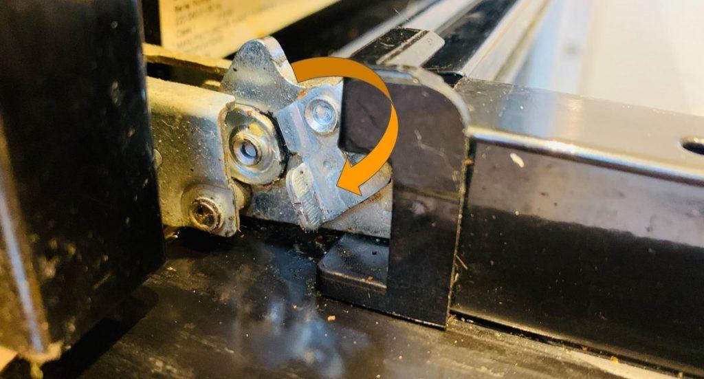 opening-the-hinge-clip-beko-oven-door