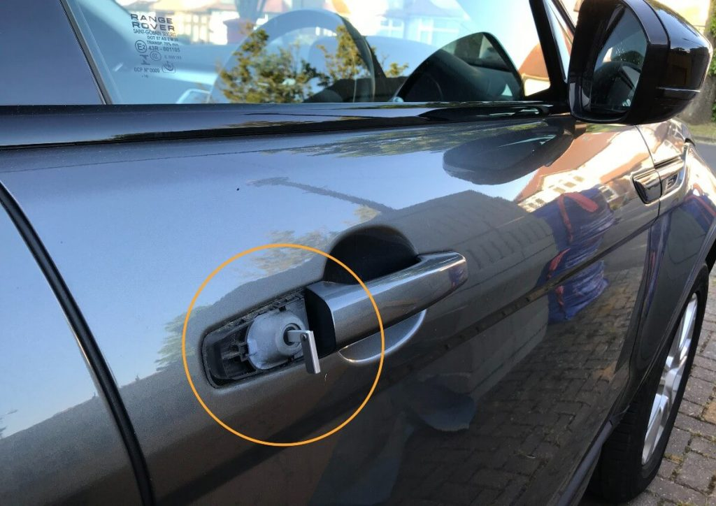 unlocking-the-door-with-key-blade-range-rover-evoque